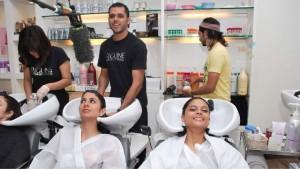 86768-participants-of-the-miss-india-contest-getting-hair-spa-at-bigun.jpg